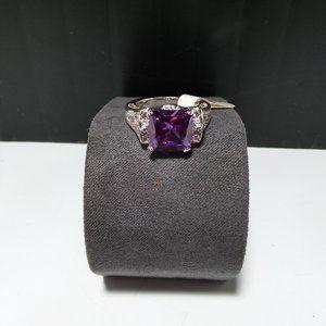 Women`s marked 925 silver purple stone ring.